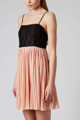 This cutsie split pleat mini is PERFECT for young bridesmaids and at only £15, you better move quickly to Topshop!