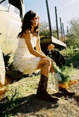 Short-Country-Wedding-Dresses-with-Boots